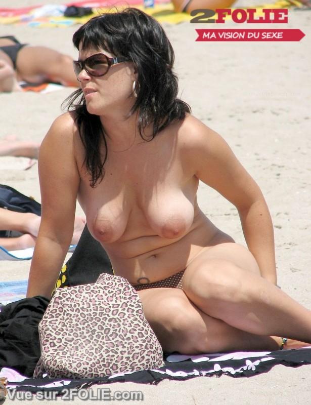 Filles aux gros seins nues sur la plage-002