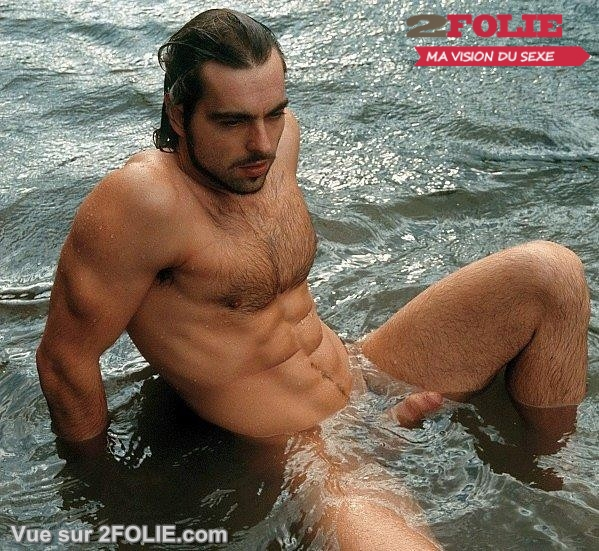 Hommes nus avec de beaux abdos-004