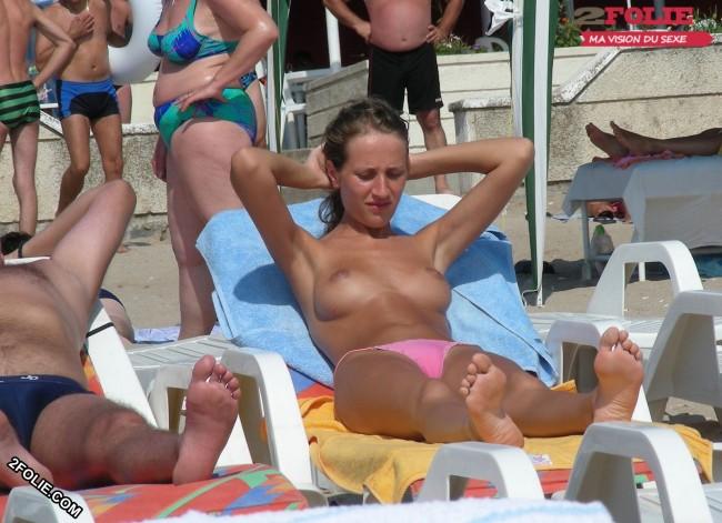 Meufs seins nus sur la plage-001