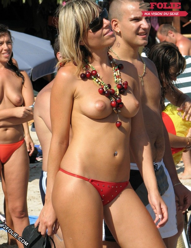 Meufs seins nus sur la plage-006