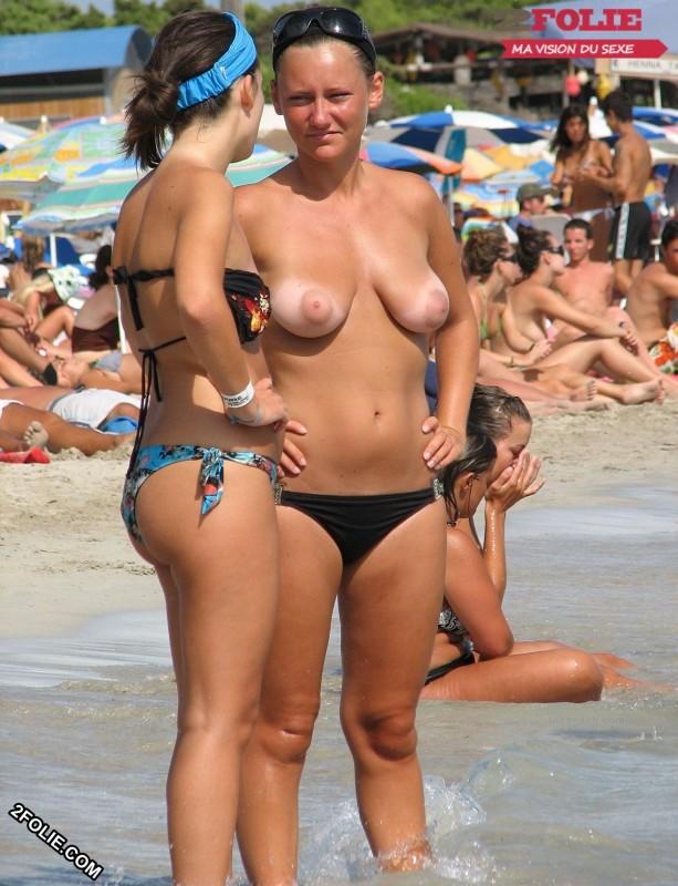 Meufs seins nus sur la plage-011