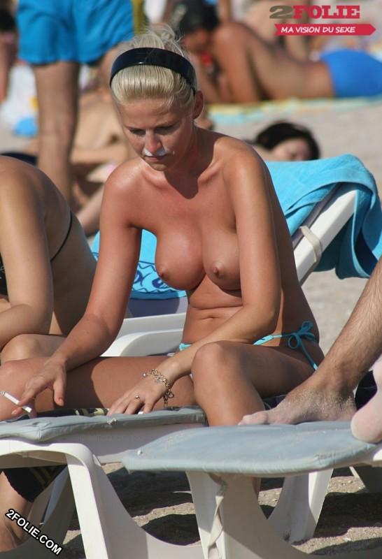 Meufs seins nus sur la plage-019