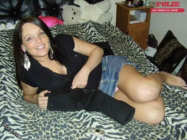 Petits pieds de jolies jeunes femmes-009