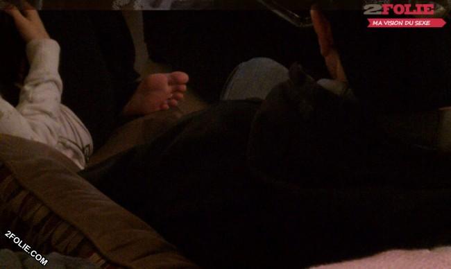 Petits pieds de jolies jeunes femmes-015
