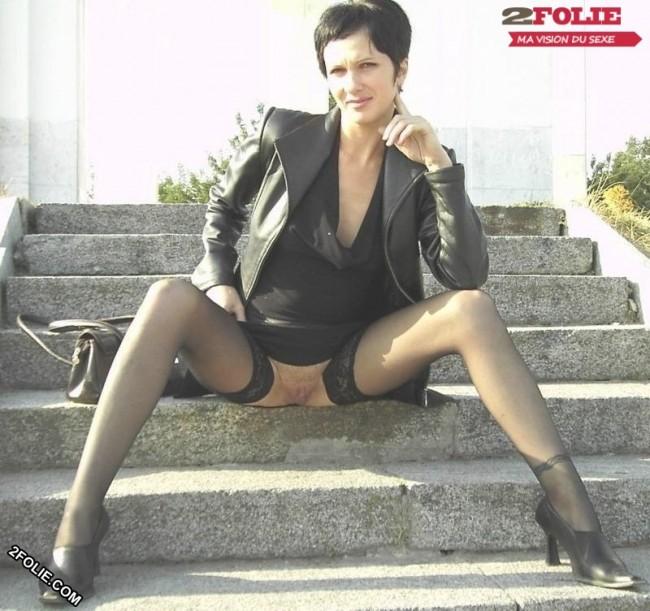 sans culotte sous la jupe-008