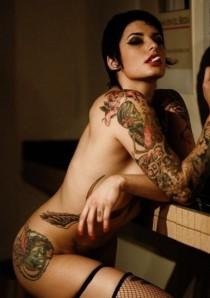 Femmes bandantes avec des tatouages (10)
