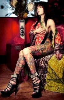Jolies filles sexy ayant des tatouages (11)