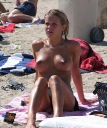 bombe atomique seins nus en vacance (8)