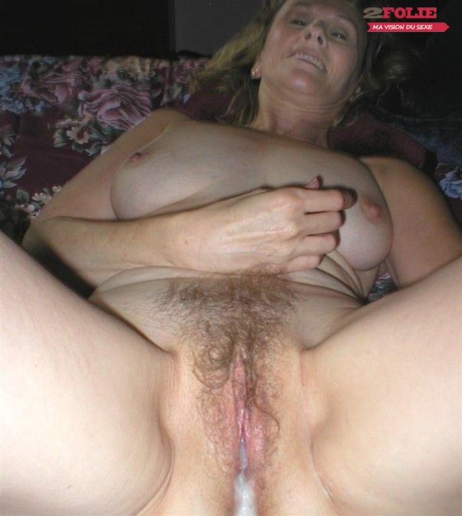 Photos de sperme sur chatte poilue (12)