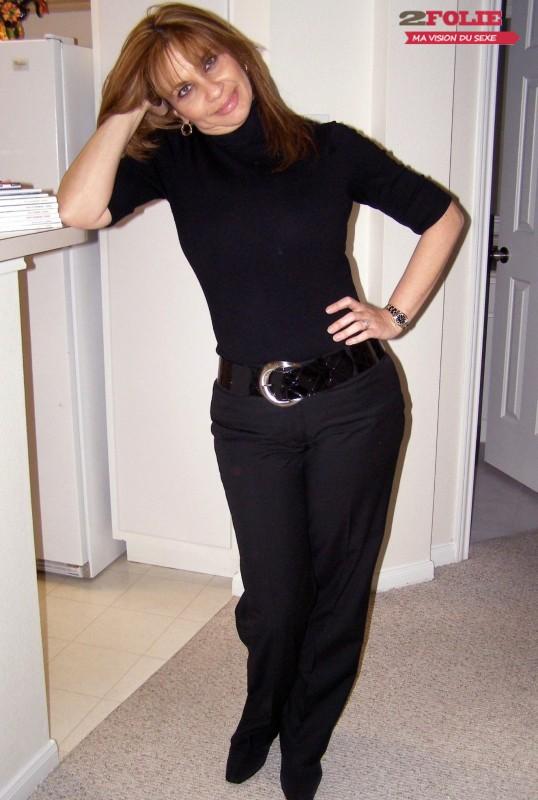 photos d 39 une femme m re gros seins sur 2folie. Black Bedroom Furniture Sets. Home Design Ideas