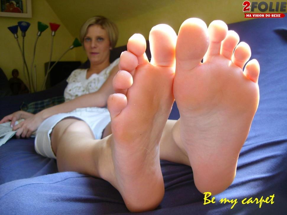 lechage de pied vieille chienne salope