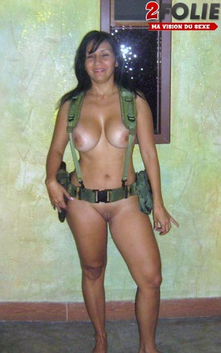 femmes-soldats-sexy-0127-006