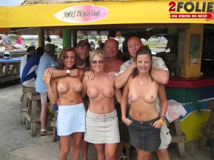 Sexy nue en public