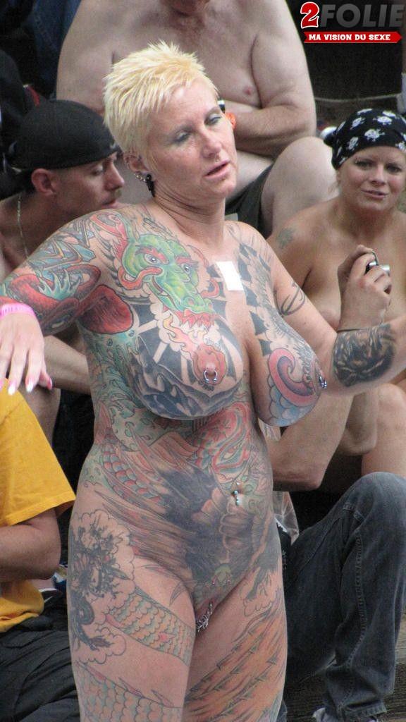 photos de filles nues tatouées_14