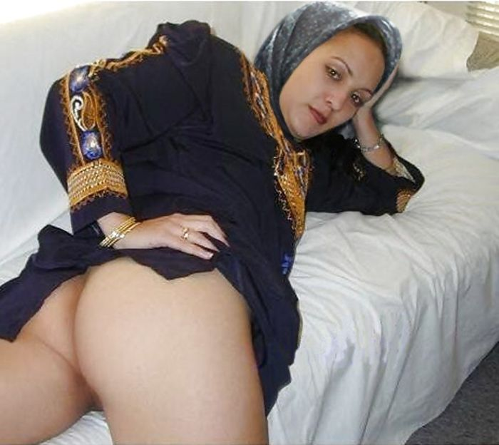 Arab Egyptian bitch in a short porn film  XVIDEOSCOM