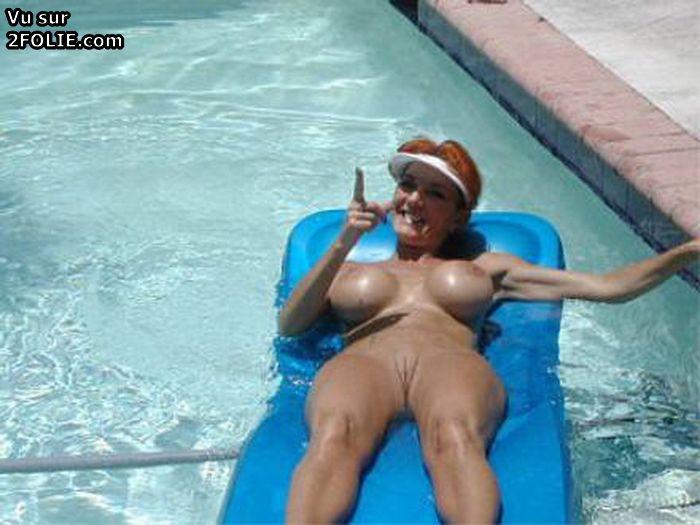 Nu à la piscine