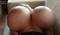 femmes aux énormes seins 201409-03_12