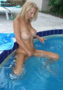 sexy dans la piscine