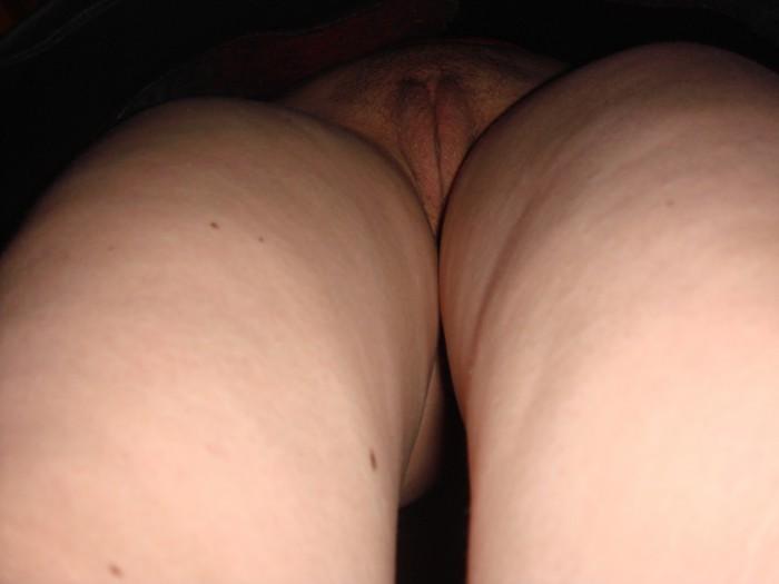 Под юбками женщин крупным планом скрытая камера
