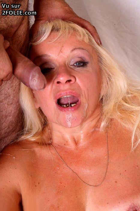 ferme ta gueule salope ejaculation sur la langue
