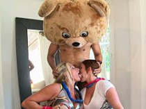 enterrement-vie-jeune-fille-sexe-dancing-bear