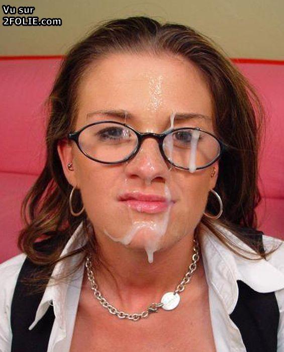 Visage de femmes amatrices recouvert de sperme PHOTO
