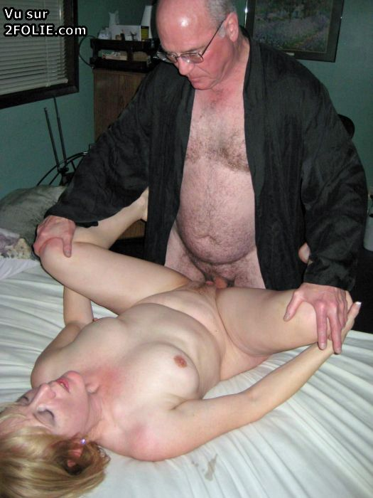 Cuckold il prend des photos - 2 part 9