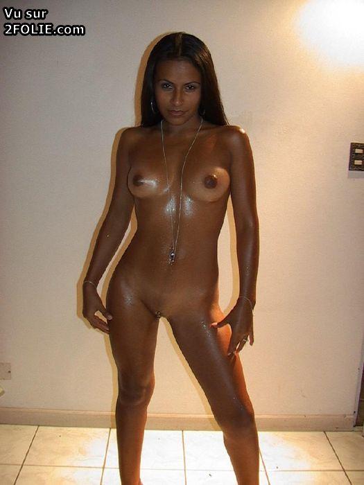 Compltement nue pour bronzer, cette femme a provoqu un