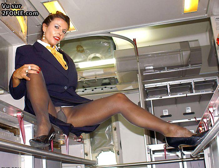 Стюардессу раком в самолете