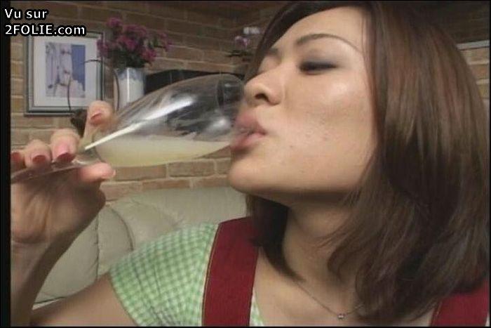 Boire du sperme de mon cul