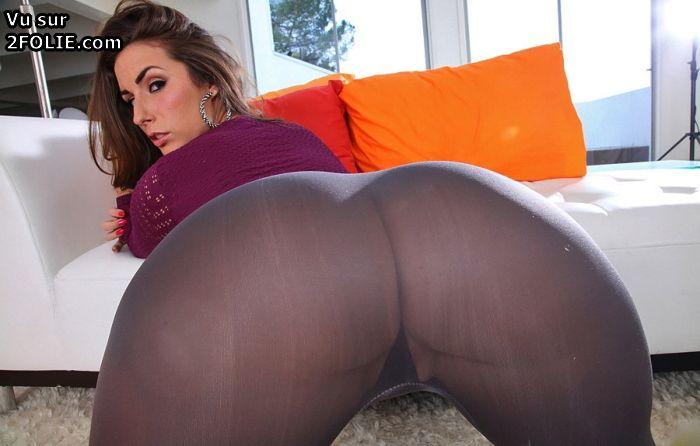 Les grosses fesses des femmes qui sont couches PHOTO