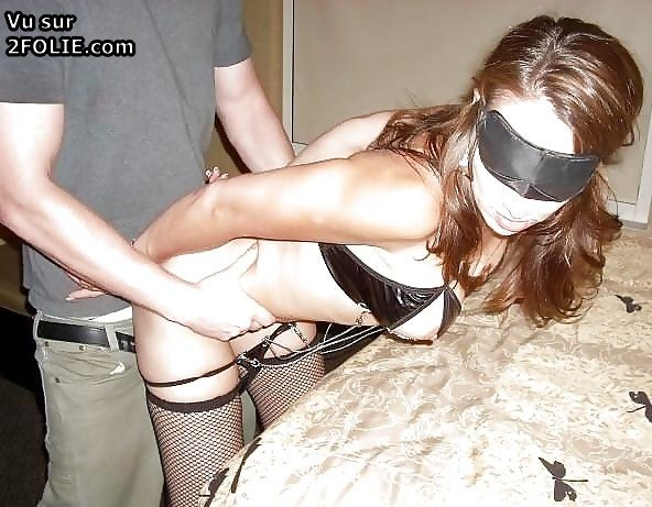 Photo porno avec les yeux bandés