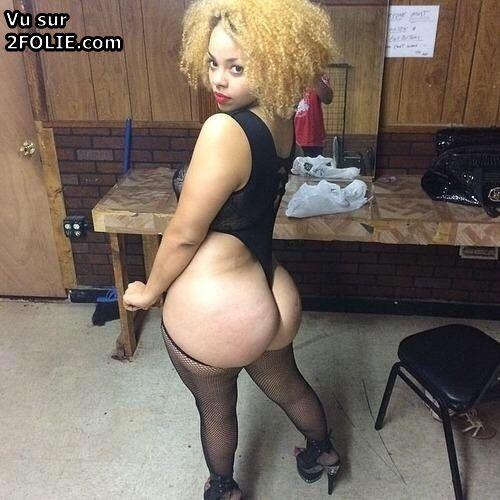Noirs sur les femmes blanches nues