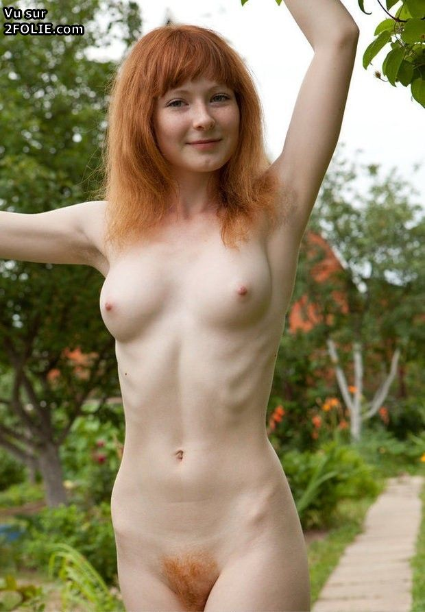 Teen chatte poilue 02