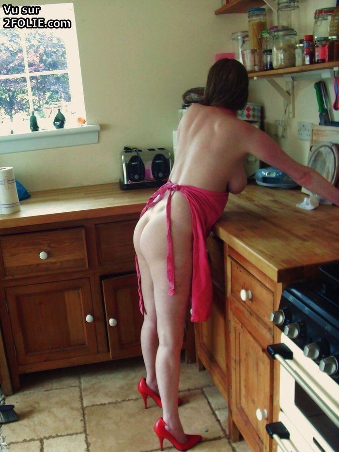 Jolie minette bien défoncée dans la cuisine