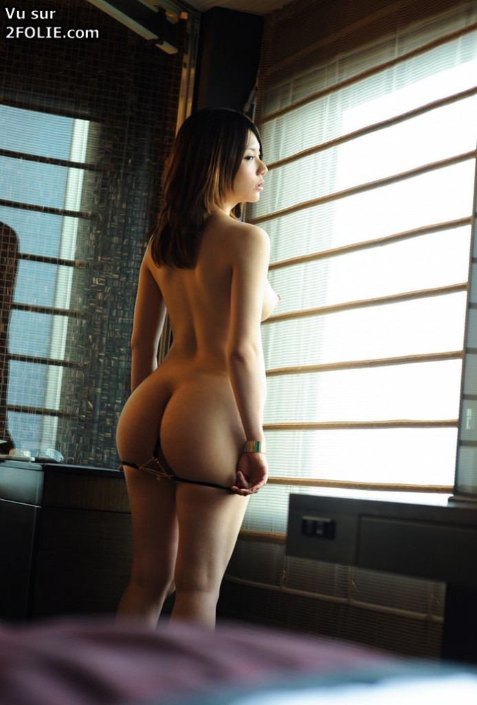Fille Asiatique Aux Gros Seins - Films Porno de Fille