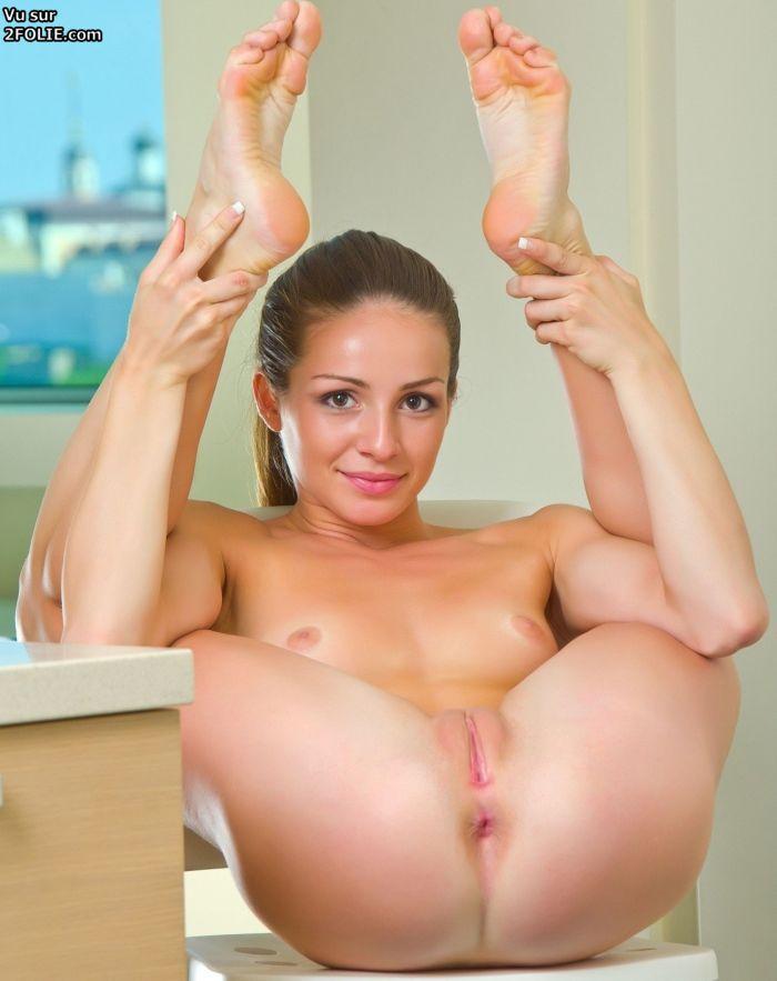 Hot nude anime woman