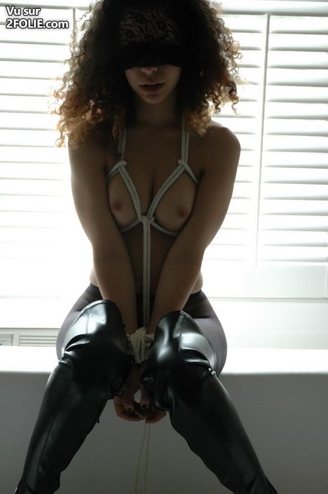 bondage-petits-seins-bottes-cuir-2016213-7.jpg