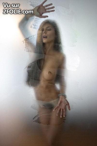 corps-sexy-contre-vitre-2016223-8.jpg