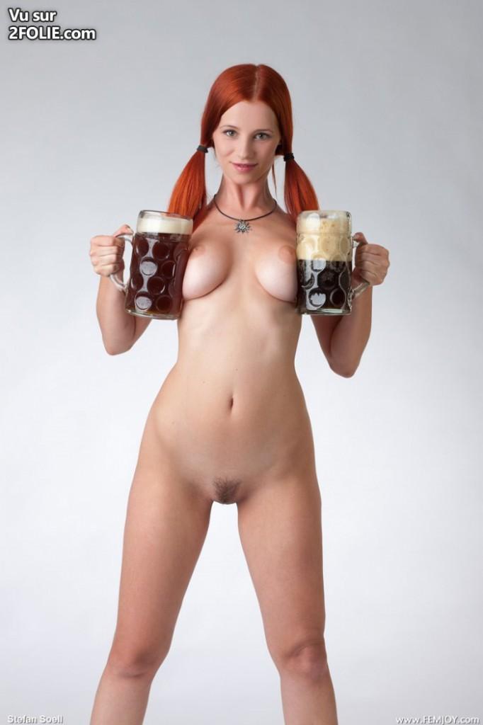 Je n'ai jamais vu une photo de femme rousse nue avec des seins aussi enormes !