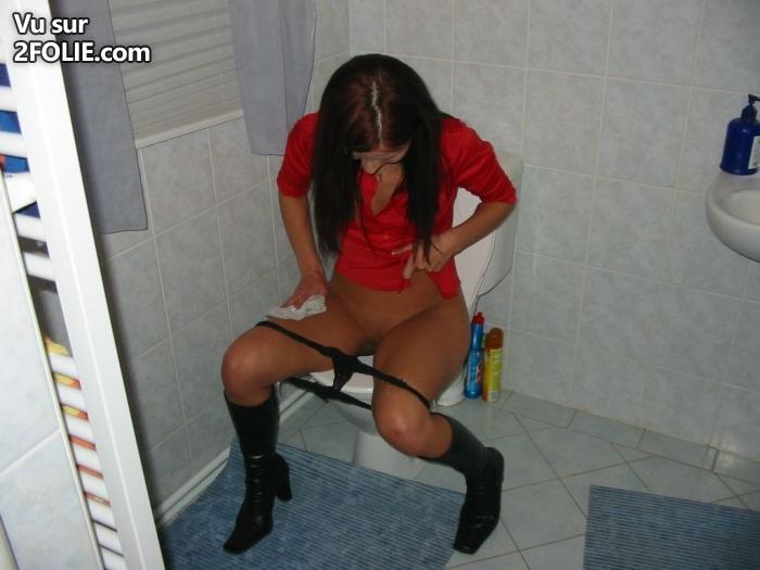 Filles ayant des toilettes