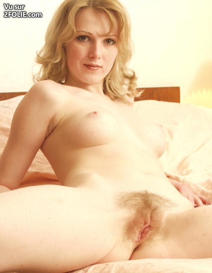 Chatte poilue blonde mature