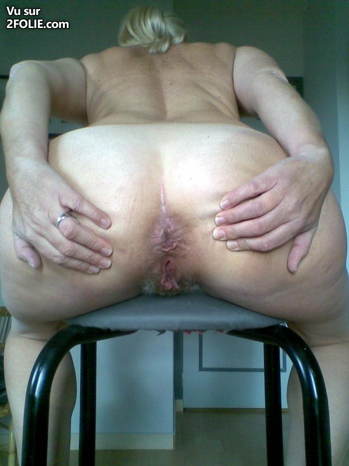 un esclave maigrichon se fait violemment fouter par une femme aux gros seins