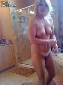 Matures-nues-se-préparent-dans-la-salle-de-bain-20161019-11.jpg