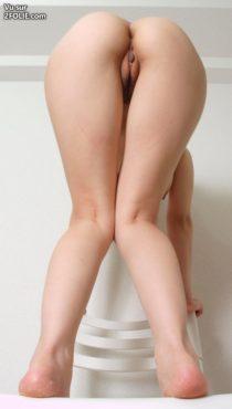 Cul-de-salopes-penchées-en-avant-sans-culotte--20161210-5.jpg