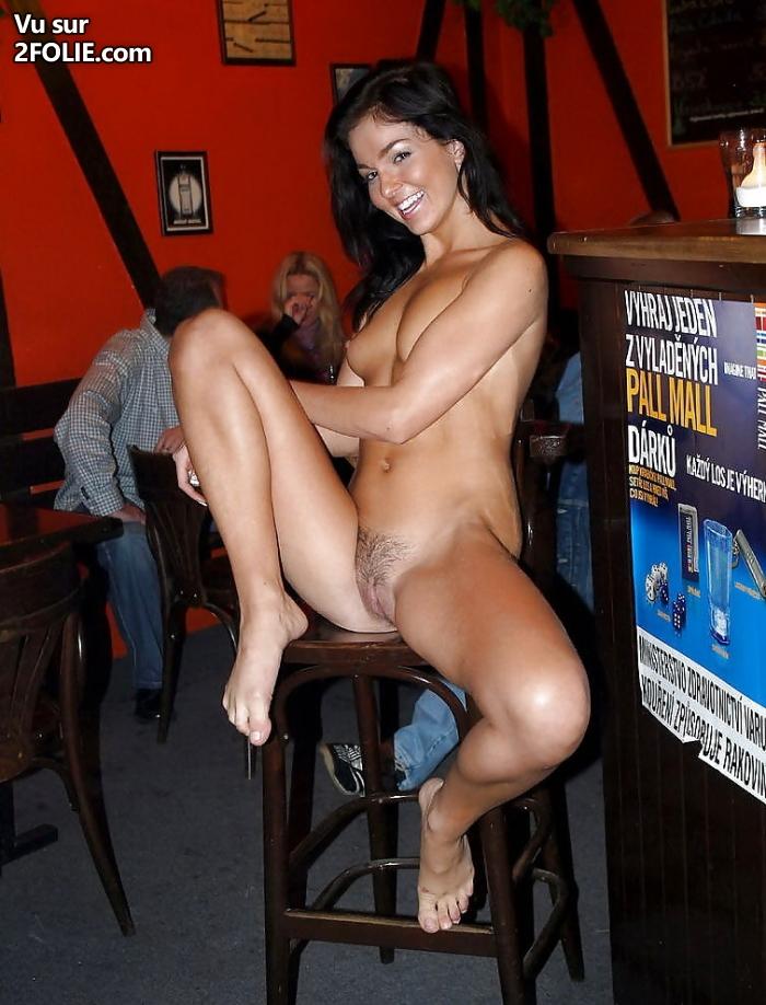 Jeunes anglaises nues dans le bar Yates Blog Voyeur