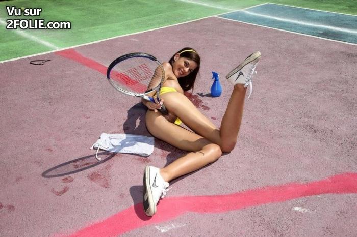 girls fucking tennis rackets