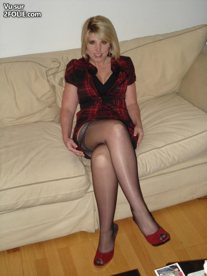 Bonne mature en bas baise par un VRP - femme mature sexy