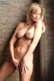 blonde-mature-corps-sublime--2017226-4.jpg