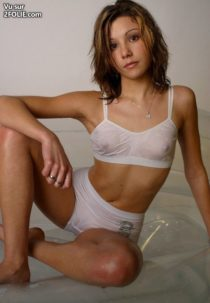 filles-lingerie-transparente--2017219-5.jpg